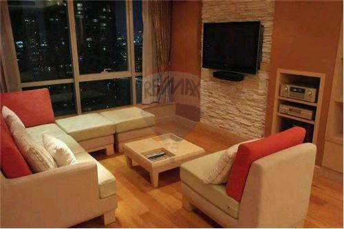 RE/MAX Executive Homes Agency's Spacious 1 Bedroom for Sale Baan Sathorn 1