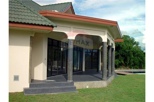 "RE/MAX Executive Homes Agency's ""Dok Bua"" 11.59 M in Baan Melanie plot G-7 5"