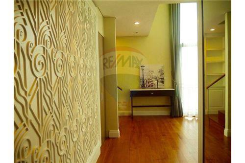 RE/MAX Properties Agency's Sale 3beds Duplex @Bright Sukhumvit 24 17