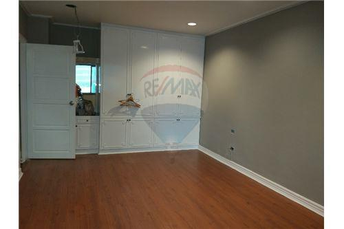 RE/MAX Executive Homes Agency's Spacious 2 Bedroom for Rent Le Premier 1 4