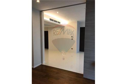 RE/MAX Executive Homes Agency's Spacious 1 Bedroom for Sale The Bangkok Sathorn 5