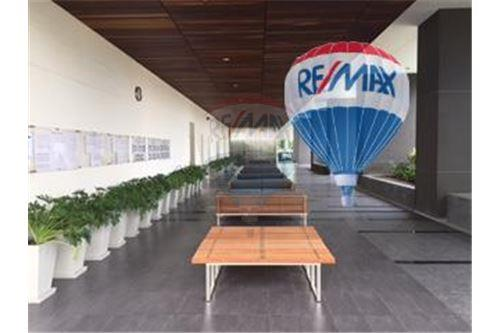 RE/MAX Properties Agency's FOR SALE  THE RIVER    2 BED 78SQM 35