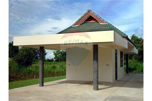 "RE/MAX Executive Homes Agency's ""Dok Bua"" 11.59 M in Baan Melanie plot G-7 15"