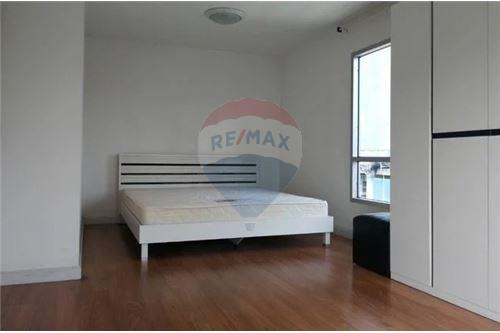 RE/MAX Executive Homes Agency's Spacious 1 Bedroom for Sale Condo One Thonglor 1