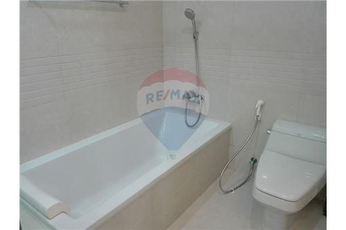 RE/MAX Executive Homes Agency's Q Langsuan / 2 Bedrooms / For Rent / 65K 5