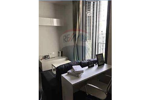 RE/MAX Properties Agency's for sale Edge Sukhumvit 23 1bedroom 2