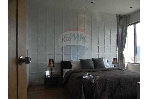 RE/MAX Executive Homes Agency's Spacious 1 Bedroom for Rent Emporio Place 4