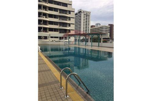RE/MAX Executive Homes Agency's Spacious 2 Bedroom for Sale Supalai Place 39 9