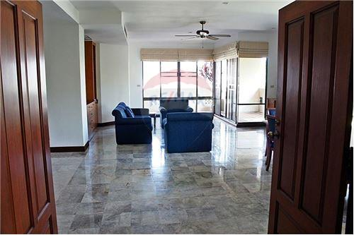 RE/MAX Executive Homes Agency's Nice 3 Bedroom for Rent Raintree Village 9