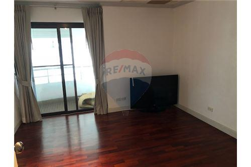 RE/MAX Properties Agency's RENT Le Raffine 24 3+1BED 370SQM. 6