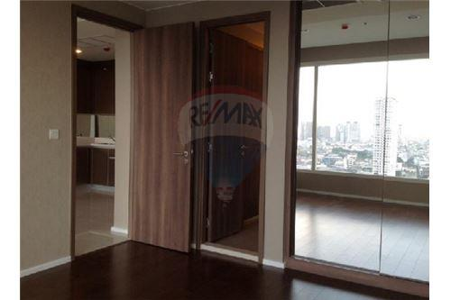 RE/MAX Executive Homes Agency's Spacious 1 Bedroom for Sale Menam Residences 1