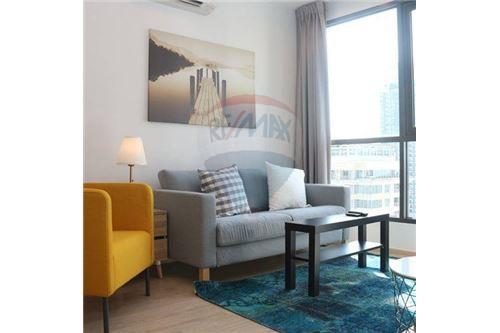 RE/MAX Properties Agency's beautiful 2bed on high floor Ideo Q Ratchathewi 1