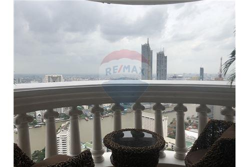 RE/MAX Executive Homes Agency's State Tower for sale/rent (BTS Surasak) 3