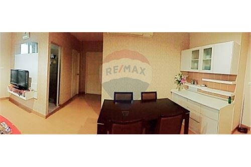 RE/MAX Executive Homes Agency's Cozy 2 Bedroom for Rent Life @ 65 4
