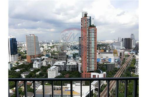 RE/MAX Executive Homes Agency's Spacious 1 Bedroom for Rent Siri @ Sukhumvit 11