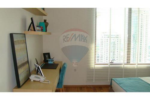 RE/MAX Executive Homes Agency's 3 Bedrooms /  Sale With Tenant / The Emporio Place 5