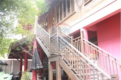 RE/MAX Executive Homes Agency's Thai houses compound in prime area for Sale 12