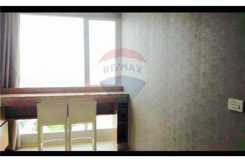 RE/MAX Executive Homes Agency's Rhythm Phahol-Ari sale/rent 1