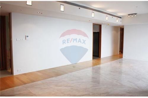 RE/MAX Executive Homes Agency's Nice 3 Bedroom for Sale with Tenant The Met 4