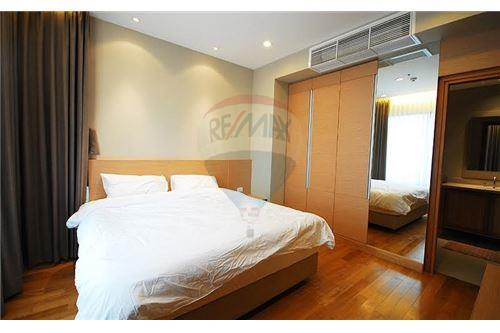 RE/MAX Executive Homes Agency's Lovely 1 Bedroom for Rent Emporio Place 3