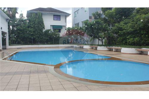RE/MAX Executive Homes Agency's 4 Bedrooms Townhouse For Rent in Sukhumvit 71 11