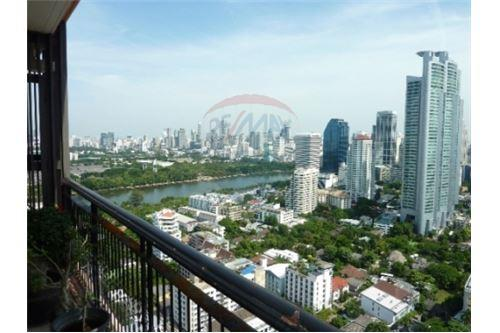 RE/MAX Properties Agency's Condo for Sale at Aguston Condominium sukhumvit 22 2