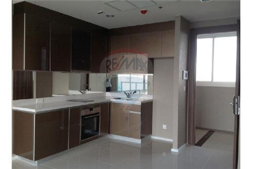 RE/MAX Executive Homes Agency's Spacious 1 Bedroom for Sale Menam Residences 4