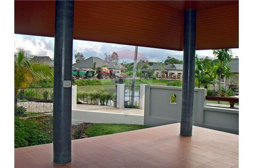 "RE/MAX Executive Homes Agency's ""Dok Bua"" 11.59 M in Baan Melanie plot G-7 28"