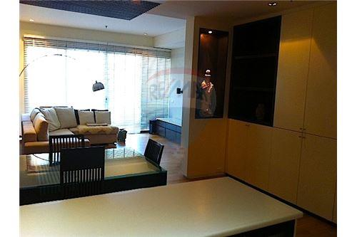 RE/MAX Properties Agency's FOR RENT LAKE AVENUE  SUKHUMVIT 16 2BED 143SQM 1