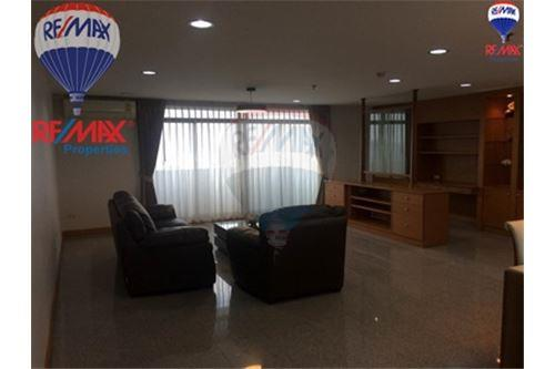RE/MAX Properties Agency's FOR SALE The Roof Garden On Nut 3BED 230.82SQM 2