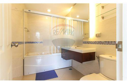 RE/MAX Executive Homes Agency's Nice 2 Bedroom for Rent Life Sukhumvit 65 8