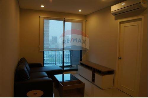 RE/MAX Executive Homes Agency's Spacious 1 Bedroom for Rent Villa Asoke 1