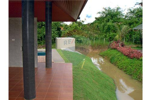 "RE/MAX Executive Homes Agency's ""Dok Bua"" 11.59 M in Baan Melanie plot G-7 29"