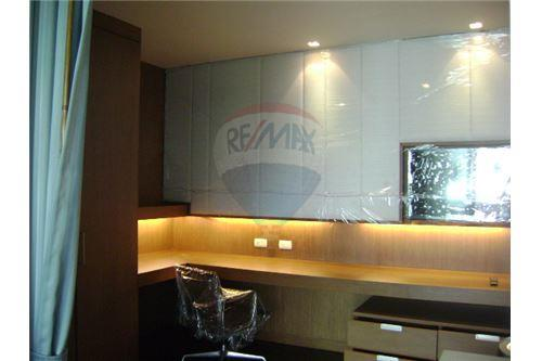 RE/MAX Executive Homes Agency's Apartment for rent  /  3 Bedrooms in Thonglor Area 7