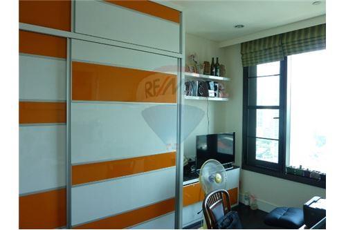 RE/MAX Properties Agency's Condo for Sale at Aguston Condominium sukhumvit 22 11