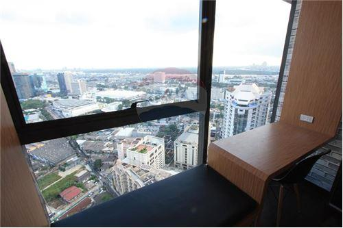 RE/MAX Properties Agency's Beautiful 1bedroom The Lumpini 24 7