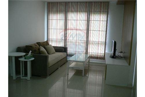 RE/MAX Executive Homes Agency's Spacious 1 Bedroom for Rent Condo One Thonglor 2