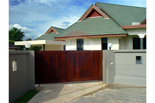 "RE/MAX Executive Homes Agency's ""Dok Bua"" 11.59 M in Baan Melanie plot G-7 12"