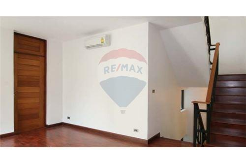 RE/MAX Executive Homes Agency's House with private pool near BTS Phrompong 7