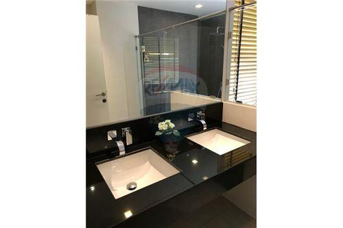 RE/MAX Executive Homes Agency's Beautiful 2 Bedroom for Sale Urbano Absolute 5