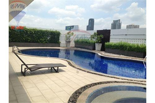 RE/MAX Properties Agency's FOR SALE RENOVA RESIDENCE CHIDLOM  2BED 105SQM 12