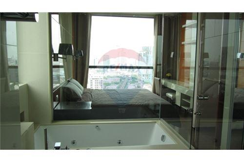 RE/MAX Properties Agency's RENT The Address Sukhumvit 28 2BED 66SQM. 9