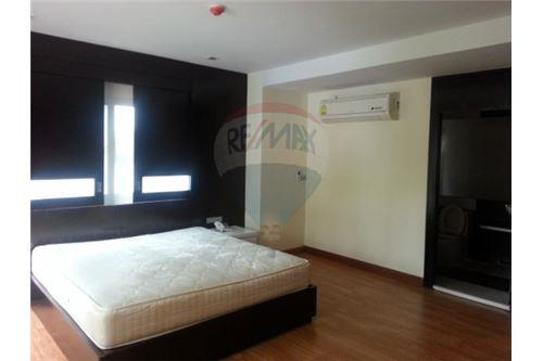 RE/MAX Executive Homes Agency's Lowrise Apartment for rent  2+1br in sukhumvit 5