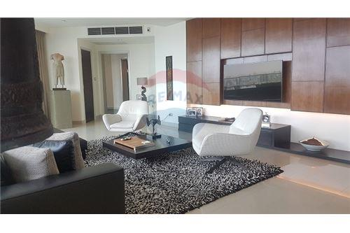 RE/MAX Executive Homes Agency's The Watermark Chao Phraya Condo sale/rent 10