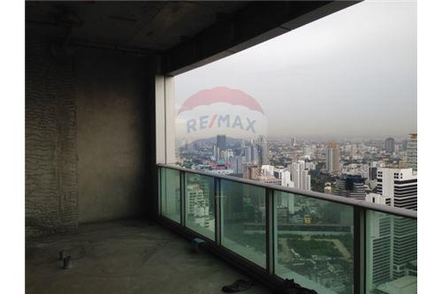 RE/MAX Properties Agency's Millennium residence penthouse for sell! 7