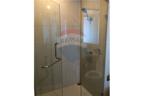 RE/MAX Executive Homes Agency's Spacious 1 Bedroom for Sale Villa Asoke 9