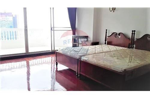 RE/MAX Executive Homes Agency's Newly Renovated Condo For Rent Near Asoke BTS/MRT 6