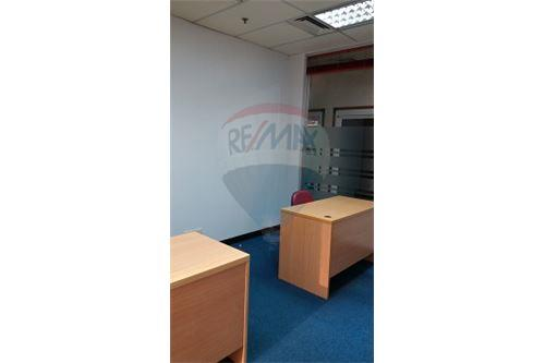 RE/MAX Executive Homes Agency's Serviced Office For Rent at sathorn area 4