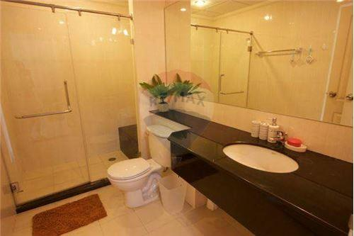 RE/MAX Executive Homes Agency's Spacious 1 Bedroom for Rent Supalai Premier Place 8