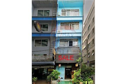 RE/MAX Executive Homes Agency's Shophouse for sale Sukhumvit 20 2
